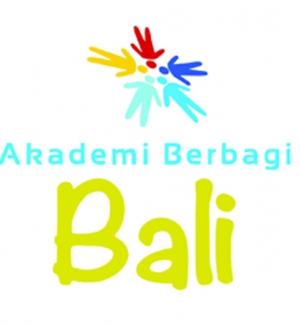 "Kelas #21 ""Social Media Movement"" w/ @shafiqpontoh at Sasana Budaya Kertalangu (#BaliCommDay13)"